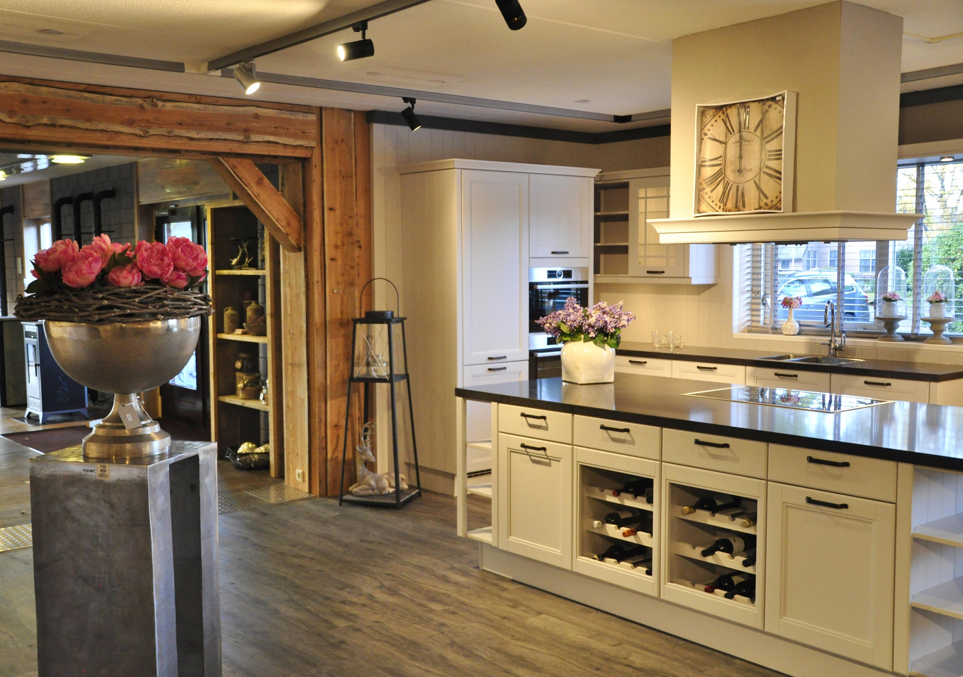 Keuken van levering tot installatie techniko